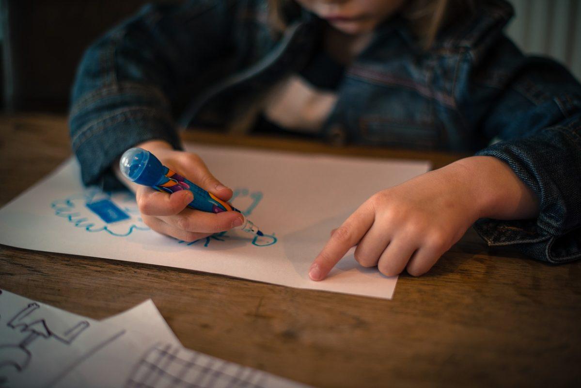 ¿Por qué los niños hablan solos?